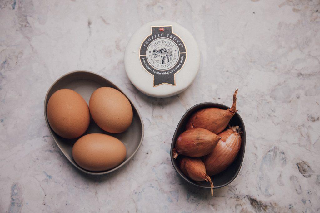 Rezeptidee Nr. 1: Brickteig-Taschen mit Eiern, Schalotten & Trüffel-Cheddar